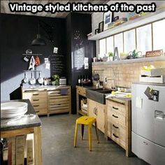 I bet everybody loves an industrial kitchen style. It's aesthetically pleasing even if not the most popular trend in kitchen design. Kitchen Inspirations, Interior Design Kitchen, Retro Kitchen, Home Kitchens, Vintage Kitchen, Pine Kitchen, Kitchen Design, Kitchen Remodel, Kitchen Wall Decor