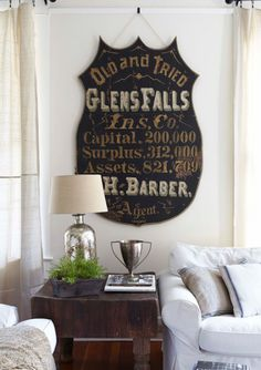 The vintage interior decor never goes out of style. This vintage bathroom decor is such an excellent example if you want your vintage home decor to shine. Mississippi, Warren House, Home Town Hgtv, Beautiful Dining Rooms, Vintage Home Decor, Vintage Signs, Home Decor Styles, Country Decor, Country Living