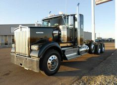 Kenworth W900 #used_commercial_trucks #Used_Trucks_for_Sale #Kenworth_W900