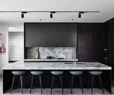 Stylish black kitchen interior design ideas for kitchen 08 - Black appliances give a kitchen an extremely sleek, upscale appearance. As previously mentioned, an all-white kitchen may look clean and classy. A chi. Modern Kitchen Design, Interior Design Kitchen, Cuisines Design, Black Kitchens, Kitchen Black, Kit Homes, Beautiful Kitchens, Kitchen Styling, Kitchen Furniture