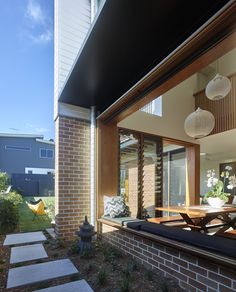 Look at this awesome photo - what a clever version Building Exterior, Building Design, Brisbane Architects, 1950s House, Queenslander, Facade House, Outdoor Rooms, Deco, House Tours