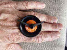 bague pop noire et orange forme ronde taille unique : Bague par pariscoubidou