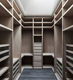 44 Casual Walk In Closet Ideas. You are lucky enough to have a walk-in closet in your home. It is because this type of closet is […] Walk In Closet Small, Walk In Closet Design, Bedroom Closet Design, Master Bedroom Closet, Closet Designs, Master Bedrooms, Master Suite, Closet Walk-in, Dressing Room Closet