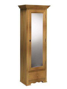 Für eine angenehme und freundliche Optik in der Diele! Aus massivem Fichtenholz, wahlweise weiss gewischt und antikisiert oder honigfarben gebeizt und lackiert. Hinter der Tür: 1 fester Fachboden und Stangeneinteilung für ca. 14-16 Paar Schuhe. 1 Schublade. H/B/T ca. 189/68/41 cm....
