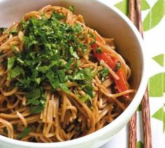 Step 1 Soak or cook noodles according to pack instructions. Step 2 In a large… Asian Recipes, Real Food Recipes, Vegetarian Recipes, Yummy Food, Healthy Recipes, Ethnic Recipes, Yummy Recipes, Shanghai Noodles, Pasta Noodles