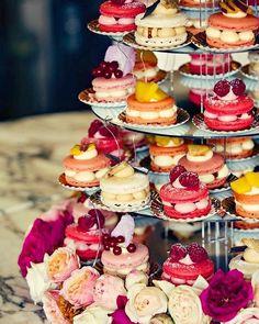 Macaroons Wedding, Wedding Desserts, Macaroon Wedding Cakes, Wedding Foods, Types Of Desserts, Types Of Cakes, Macaroon Tower, Buffet Dessert, Dessert Food