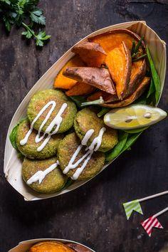 easy #vegan #glutenfree not-fried #falafel with tahini sauce and rosemary baked sweet potatoes recipe -falafel non fritti facilissimi cotti in padella con salsa tahina allo yogurt e patate dolci al forno
