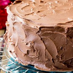 This is my all-time favorite chocolate frosting recipe, and I think that once you try it it& be yours, too! This is a simple chocolate frosting that needs just 6 ingredients -- it will easily frost a 2 layer or cake or generously ice a dozen cupcakes! Homemade Chocolate Icing, Chocolate Frosting Recipes, Chocolate Chocolate, Chocolate Pastry, Chocolate Whipped Cream Frosting, Cupcake Frosting Recipes, Buttercream Recipe, Melted Chocolate, Cake Icing