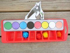 Jeu des couleurs, sans le loup et avec la couleur dans le fond du bac à glaçon. Tri 16 couleurs, chouette!!