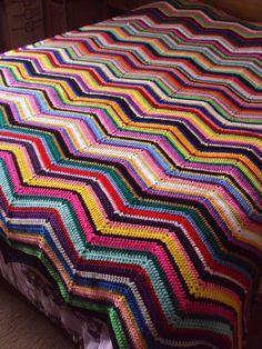Colcha de casal de crochê feita com lã.  Medida: 1,77x2,54cm    NÃO TRABALHAMOS COM ENCOMENDAS  PEÇA ÚNICA DISPONÍVEL APENAS NESTA COR E NESTE TAMANHO R$ 1.502,00