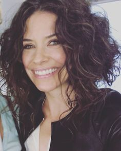 Have fun tonight. 💋Hair and Make-Up Canadian Actresses, Hot Actresses, Famous Girls, Famous Women, Famous People, Nicole Evangeline Lilly, Lost Tv Show, Make Her Smile, Celebs