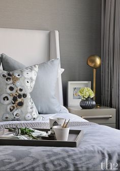 Unique Ways to Paint the Walls in a Contemporary Bedroom Gray Interior, Luxury Interior, Interior Design, Stylish Bedroom, Hotel Interiors, Bedroom Styles, Contemporary Bedroom, Beautiful Bedrooms, Home Furniture