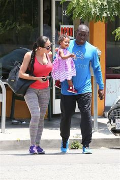 Aww! Reggie Bush and Lilit Avagyan grab breakfast with their baby girl Briseis.