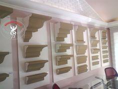 Moldura em Isopor (EPS) Revestido de Argamassa Resinada. Entrega para todo Brasil.  Veja catálogo completo em nosso site. Bookcase, Stairs, Shelves, Home Decor, Grout, Top Coat, Renovation, Moldings, Wall Papers