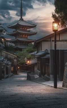 The calm streets of the Gion quarter in #Kyoto, #Japan
