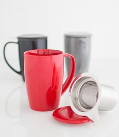 This CURVE Tall Tea Mug, complete with an extra-fine 0.3 mm hole stainless-steel infuser and lid, is designed for a simple and clean way of steeping just one fresh cup of tea in your own cup. Turn the lid upside-down, it works as an infuser holder. 15 oz.
