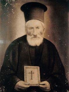 Έκτακτο Παράρτημα: «Ή μου ανοίγεις, ή ανοίγω», και με την ράβδο του έ... Orthodox Icons, Spirituality, Face, Photos, Spiritual, Faces, Facial