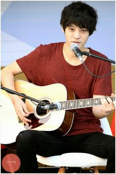 Jung Joon young at Chinchin Radio busking 2013 Act Your Age, Jung Joon Young, Jung Yoon, How To Be Likeable, Male Beauty, Perfect Man, Korean Singer, Radios, Korean Actors