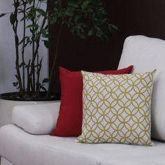 A Almofada Bolado tem estampa de mosaico de esferas, descolada, moderna e sutil, além de ser macia e proporcionar conforto e sensação de aconchego.