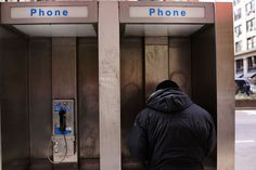 Google quiere transformar las cabinas telefónicas de Nueva York en puntos WiFi gratuitos. También ofrecerán publicidad y servicios de telefonía.   @theobjectiveesp