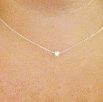 such a dainty little necklace.