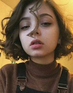 Shared by paodukpop. Find images and videos about girl, cute and pretty on We Heart It - the app to get lost in what you love. Aesthetic People, Aesthetic Girl, Hair Inspo, Hair Inspiration, Model Tips, Coiffure Hair, Corte Y Color, Attractive People, Pretty Hairstyles