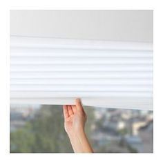 IKEA - SCHOTTIS, Faltjalousie, Kann ohne Bohren im Fensterrahmen angebracht werden.Kann leicht auf das gewünschte Maß gekürzt werden.Die Faltjalousie lässt sich mit den beiliegenden Klammern in jeder gewünschten Höhe arretieren.Wenn die Jalousie komplett geschlossen werden soll, lässt es sich mit dem beigepackten Klettband am Fensterrahmen sichern.