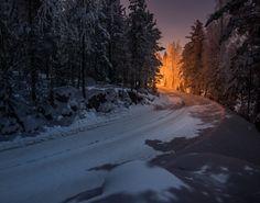 Suomen luonnossa on myös salaisuuksina pysyneitä tai pidettyjä paikkoja.Kokosimme viisi erikoista, jollaista ei uskoisi kohtaavansa keskellä metsiämme. 1. Kauhua herättävä paholaiskivellä on omituinen kyky Kivi...