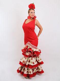 Trajes de flamenca en oferta rojo estampado desde 99 €. #trajesdeflamenca #modaflamenca2015 #modaflamenca #elrocio