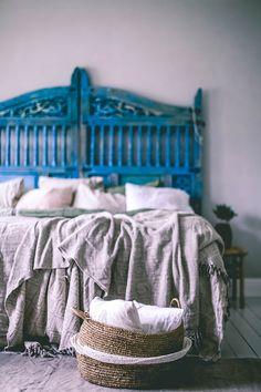 DIY Gate as a headboard Sala Vintage, Vintage Decor, Dream Bedroom, Home Decor Bedroom, Marocco Interior, Diy Gate, Blue Headboard, Interior And Exterior, Interior Design