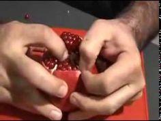 석류 생산지 현지인이 알려주는 '석류 까먹는 법'
