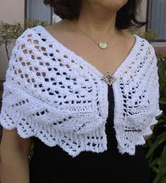 Knitting Pattern for Lace Trio Capelet - The Lady Capelet features two lace patterns and a lace decorative edge. Knit in worsted weight on larger needles. I think I would choose a yarn with more stitch definition. Available in English and Spanish.