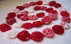 Definitely going to be making some yo-yo garland! This would also look so cute as garland on a Christmas tree!