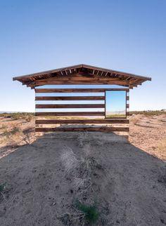 La couleur de Solitude: Le'' Lucid Stead'' Lumière d'installation par Phillip K. Smith III Dans Le milieu d'ONU désert | Yatzer