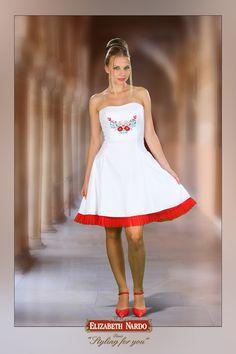 13-131 fehér, kalocsai,menyecske ruha