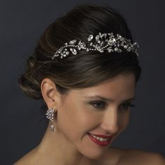 This romantic bridal headband is a stunning headpiece for the stylish bride.