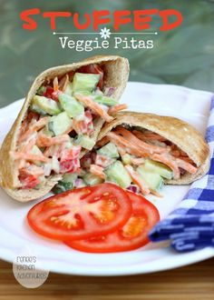 Stuffed Veggie Pitas: healthy and delicious lunch or light dinner! #veggie