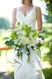 Monstera leaves in the bridal bouquet!