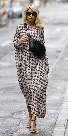 This dress is sooooo me Fashion 2020, Love Fashion, Fashion Looks, Womens Fashion, Fashion Design, Fashion Trends, Mode Outfits, Stylish Outfits, Street Chic