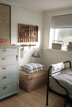 16 Fun and Cool Teen Bedroom Ideas Farmhouse style is so cozy, perfect for families as it creates a wonderful atmosphere. Here are beautiful farmhouse living room ideas to Home Bedroom, Bedroom Decor, Bedroom Ideas, Teen Bedroom, Modern Bedroom, Budget Bedroom, Bedroom Storage, Bedroom Colors, Bedroom Designs