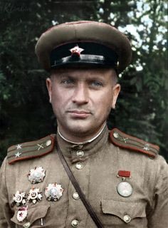 Colorization - Guard's Lieutenant Colonel Nikolai Nevsky Colorized Historical Photos, Russian Men, Red Army, American Pride, Military History, World War Two, Wwii, Calendar 2018, Military Uniforms