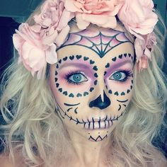 Pale Pastels – Celebrate Day of the Dead With These Sugar Skull Makeup Ideas – Photos Loading. Pale Pastels – Celebrate Day of the Dead With These Sugar Skull Makeup Ideas – Photos Halloween Clown, Halloween Costumes You Can Make, Theme Halloween, Halloween Makeup Looks, Halloween 2018, Holidays Halloween, Halloween Crafts, Halloween Stuff, Halloween Costume Makeup
