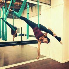 Split wrap Split inversion from man in the moon Aerial Acrobatics, Aerial Dance, Aerial Hoop, Aerial Arts, Aerial Silks, Flat Belly Challenge, Aerial Gymnastics, Air Yoga, Yoga Fitness