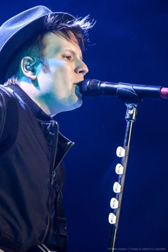 Patrick stump from Fall Out Boy Fall Out Boy, Patrick Stump, Pete Wentz, Hurley, Save Rock And Roll, Soul Punk, Young Blood, Emo Boys, Car Crash