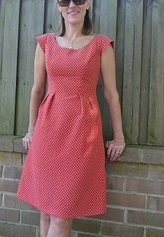 Georgia whipped up this red/ivory spotted A-line dress in our latest arrival – Yacht Spot Jacquard – Red using dress pattern Simplicity The simpler version minus pocket flaps or peplum was cut, with a few alterations made to the. Simple Dresses, Casual Dresses, Fashion Dresses, Summer Dresses, Dress Sewing Patterns, Clothing Patterns, Sewing Hacks, Sewing Tips, Sewing Projects