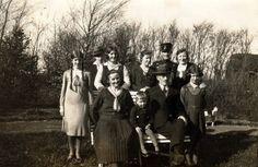 PL Thomsen og Kirsten med otte børn ca 1932 - Foto - Annes familie Web Site - MyHeritage