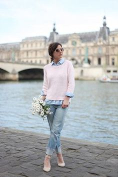 cute fall outfit - pink sweater layered over a chambray shirt + cuffed boyfriend jeans and nude heels