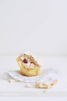 red currant & meringue muffins