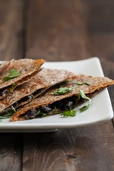 Spinach and Black Bean Quesadilla: healthy, fast, no need for chopping or pre-cooking ingredients, but the cilantro, lime, garlic, and hot sauce make it so flavorful!