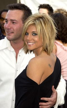 Richard Ruccolo et Tiffani Thiessen - Frisuren - Cheveux Short Hair With Layers, Short Hair Cuts, Medium Choppy Layers, Hair Cuts Choppy, Shaggy Medium Hair, Medium Layered Bobs, Short Choppy Layers, Choppy Bob With Bangs, Short Shaggy Bob